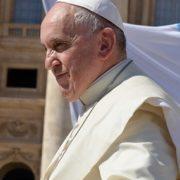 """Il Papa: """"sul web molti rischi di una informazione sbagliata"""""""