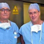 Biopsia cerebrale eseguita con braccio robotico
