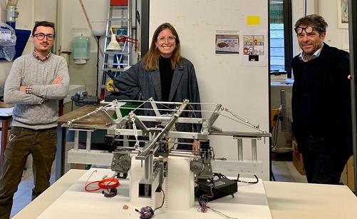 Uno spider-robot con una stampante 3D fabbrica strutture metalliche